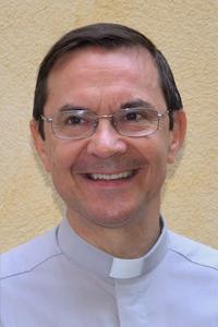 Père Pierre, prêtre