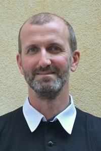 Père Benoît Moradei, curé des paroisse de Hyères